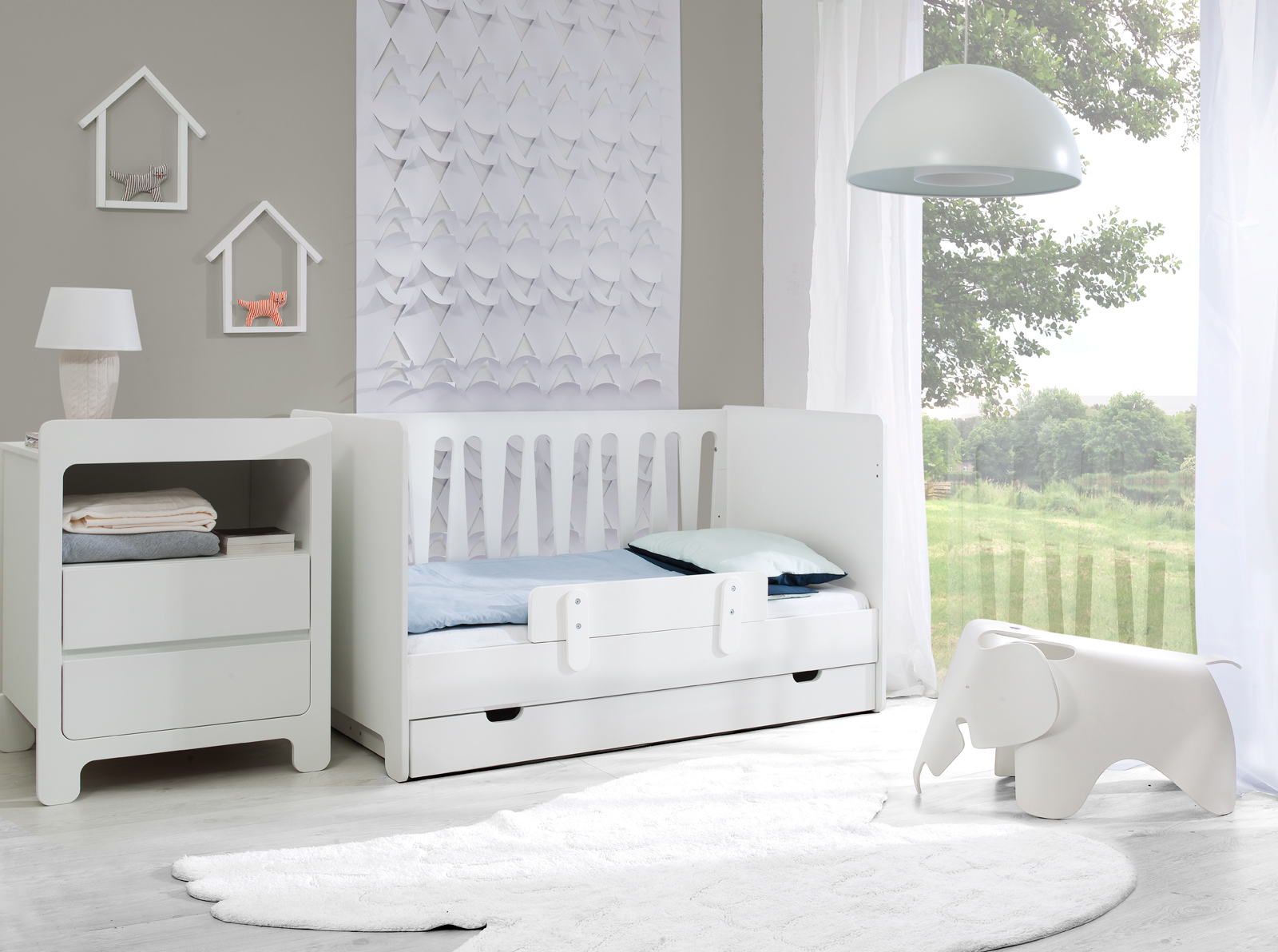 pinio moon 4 meubles lit 140x70 commode 2 tiroirs armoire 3 portes tag re murale baby. Black Bedroom Furniture Sets. Home Design Ideas