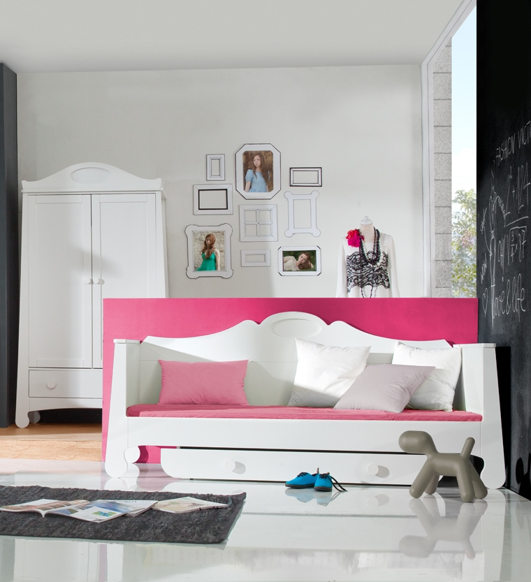 pinio parole fille gar on lit 200x90 avec tiroir baby boutique en ligne. Black Bedroom Furniture Sets. Home Design Ideas
