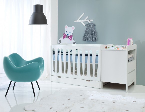 Pinio moon 2 meubles lit 120x60 commode 2 tiroirs for Chambre bebe complete evolutive