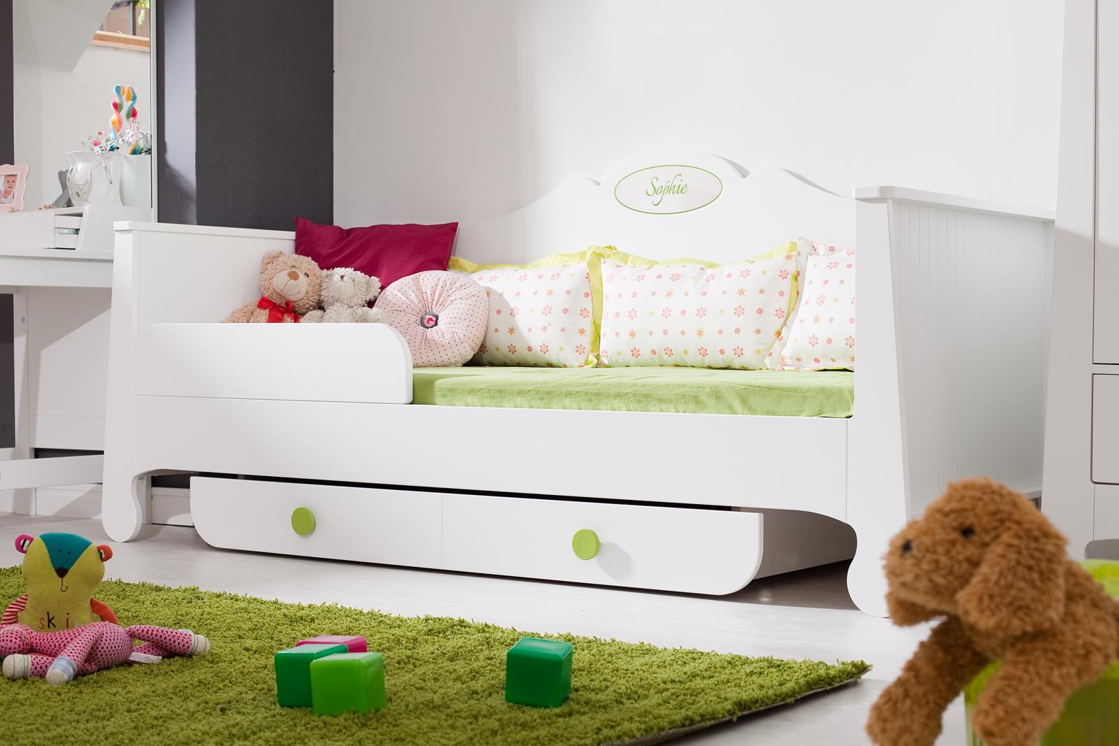 pinio parole fille 5 meubles lit 200x90 commode armoire biblioth que bureau baby mania. Black Bedroom Furniture Sets. Home Design Ideas